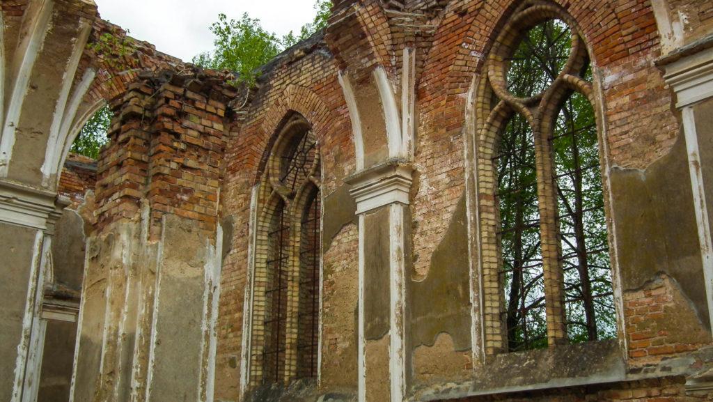 ruiny kościoła w Janówce